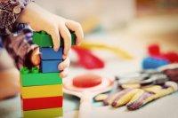 Икономисти: Детските надбавки за всички са скъпи и неефективни