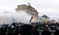 Протест срещу мерките за COVID-19 в Берлин, има арестувани