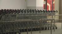 Незрящ възрастен не може да пазарува в зелените коридори, защото асистентът му е на 45 г.