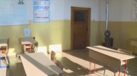 Скандален клип: Учителка скубе ученичка в разложкото село Горно Драглище