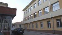 Затвориха всички училища и детски градини в Елена