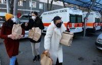 снимка 7 Топъл обяд за медиците на първа линия