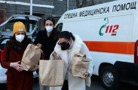 снимка 6 Топъл обяд за медиците на първа линия