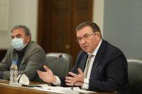 Предлагат по-строги мерки - затваряне на училища, детски градини, заведения и молове