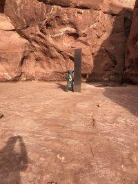 снимка 3 Откриха тайнствен обелиск в американската пустиня (Снимки)