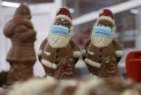 снимка 6 Шоколадов Дядо Коледа с маска - хит в Германия (СНИМКИ)