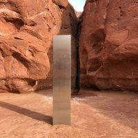снимка 1 Откриха тайнствен обелиск в американската пустиня (Снимки)