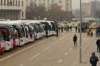 Протест на превозвачи блокира центъра на София и междуградски автобусни линии