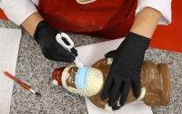 снимка 4 Шоколадов Дядо Коледа с маска - хит в Германия (СНИМКИ)