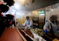 снимка 33 Коледният дух завладява София въпреки пандемията (Снимки)