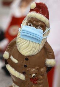 снимка 1 Шоколадов Дядо Коледа с маска - хит в Германия (СНИМКИ)