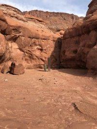 снимка 4 Откриха тайнствен обелиск в американската пустиня (Снимки)