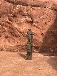 снимка 2 Откриха тайнствен обелиск в американската пустиня (Снимки)