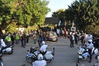 снимка 1 Погребаха Марадона. Фенове предизвикаха безредици в Буенос Айрес (Снимки)