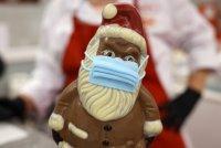 снимка 5 Шоколадов Дядо Коледа с маска - хит в Германия (СНИМКИ)