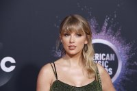 Тейлър Суифт стана изпълнител на годината на Aмериканските музикални награди