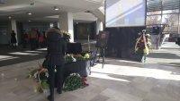снимка 1 Последно сбогом: Близки, приятели и колеги се простиха с Камен Чанев