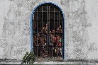 Убити и ранени при бунт в затвор в Шри Ланка