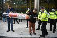 Елитна британска служба ще бори дезинформацията за коронавируса