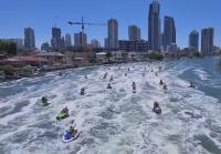 В Австралия: Дядо Коледа на гребена на вълната с джет