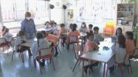 В Испания децата учат на отворен прозорец, с одеяла в час