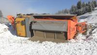 Опасно време в Северна България: Затворени пътища, закъсали тирове и обърнат снегорин