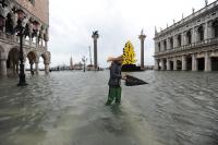 Венеция отново е под вода (Снимки)