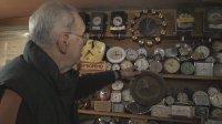 Един от последните часовникари в Кюстендил има колекция от 1000 часовника