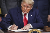 Тръмп подписа указ, за да гарантира приоритетно ваксини за американците