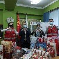 Българското посолство в Скопие с дарение за деца без родители, настанени в приемни семейства