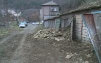 Кога ще бъде изчистено свлачището, което затрупа гаражи в Дупница