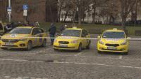 Вдигане на тарифата и падане на патентния данък поискаха таксиметрови шофьори (Обзор)