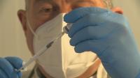 Каква е процедурата по поставяне на ваксина срещу COVID-19?