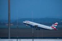 Транспортни неволи за пътниците преди Коледа заради новия щам на коронавируса