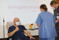 Проф. Мутафчийски е първият ваксиниран срещу COVID-19 медик от ВМА