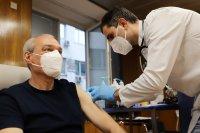 снимка 12 Проф. Мутафчийски е първият ваксиниран срещу COVID-19 медик от ВМА