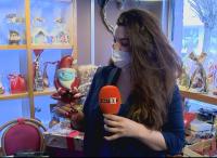 Шоколадов Дядо Коледа с маска се появи в столична сладкарница