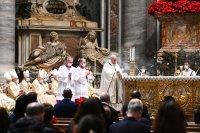 Папа Франциск отслужи месата за Рождество пред ограничен брой богомолци
