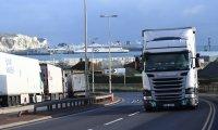 Все още опашки от товарни камиони в Дувър