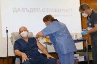 снимка 7 Проф. Мутафчийски е първият ваксиниран срещу COVID-19 медик от ВМА