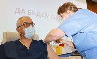 снимка 3 Проф. Мутафчийски е първият ваксиниран срещу COVID-19 медик от ВМА