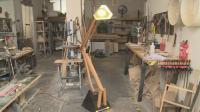 Мъж от Благоевград прави лампи, които се движат и променят светлината си