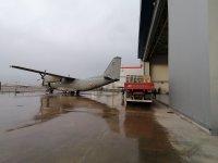 """снимка 3 Камиони докараха част от хуманитарната помощ за Хърватия на авиобаза """"Враждебна"""" (Видео, снимки)"""
