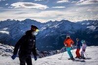 200 британски туристи под карантина избягаха от ски курорт в Швейцария