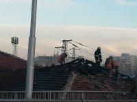 Пожар избухна в сграда в Пловдив, обитавана от клошари