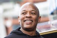 Рапърът Dr. Dre е приет в болница заради аневризма в мозъка