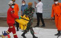 Катастрофиралият индонезийски самолет вероятно се е разбил във водата