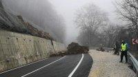 Пътят за Рилския манастир ще остане затворен най-рано до спиране на валежите