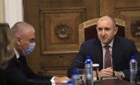 Размяна на реплики между Радев и Марешки на консултациите за изборите