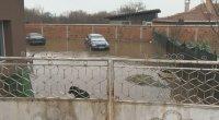 Улиците и къщите в Петърч продължват да са под вода